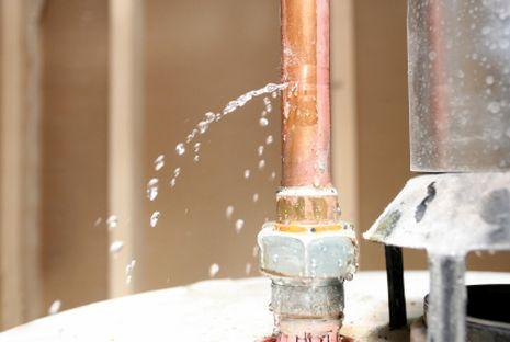 Comment colmater une fuite tuyau PER percée ?
